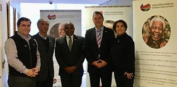 Cámara Chilena Sudafricana hizo entrega de pendones alusivos a tan importante fecha
